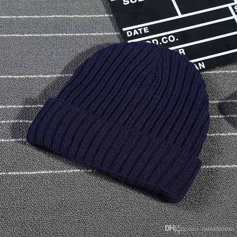 50 adet Kış Örgü Erkek Şapka Skullcap Erkekler Beanie Şapka Kış Kısa Besimsiz Baggy Kavun Kap Docker Balıkçı Örme Şapka Kadınlar