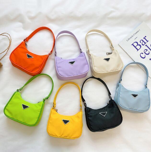 Fille Sacs à main Enfants Fashion One Sacs à bandoulière Enfants Mignon Lettre Casual Portable Messenger Accessoires pour sacs à main Kid Sacs à main Designers Taille: 17 * 14 * 5