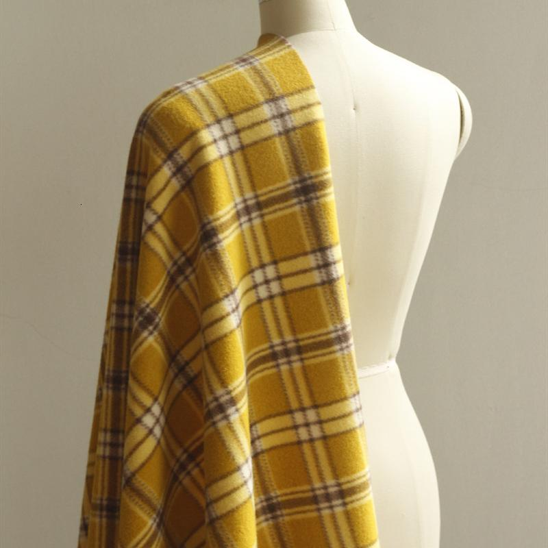 Пальто ткани проверяют покрытие матовое для полиэстера шерстяные куртки плащаки шарфы перчатки материал на полувозк