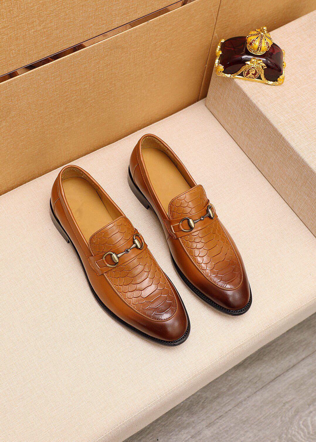 Slip on Designer Men Formal Shoes Business Abito da uomo in pelle da uomo in pelle da uomo scarpe eleganti vestito da ufficio scarpe caldi mocassini caldi