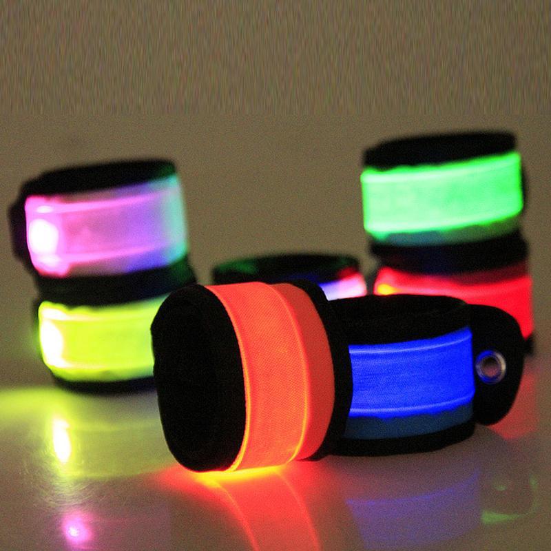 LED Wristband Sport Slap Polso cinturino da polso Bands Light Flash Braccialetto Glowng Braccialetto Bracciale Cinturino per Party Concert Armband Halloween giocattolo all'ingrosso
