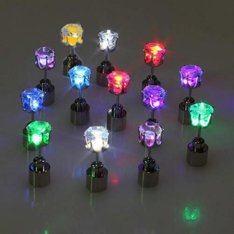 Partamentos luminosa de los oídos coloridos LED enciende los pendientes del diamante que brillan intensamente en el anillo de las orejas oscuras para la decoración navideña 2 8md b