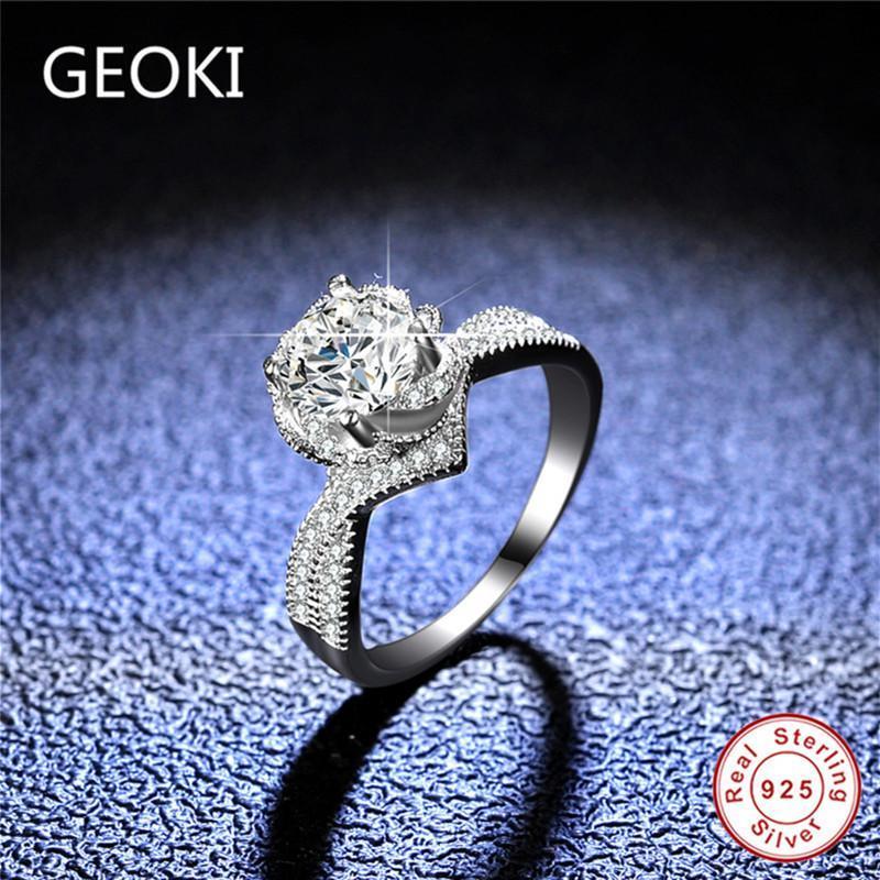 GEOKI 1 CT Passado Diamante Perfeito Flor Corte D Cor VVS1 Moissanite Anel de Noivado Mulheres Luxo 925 Esterlina Prata Anéis de Prata