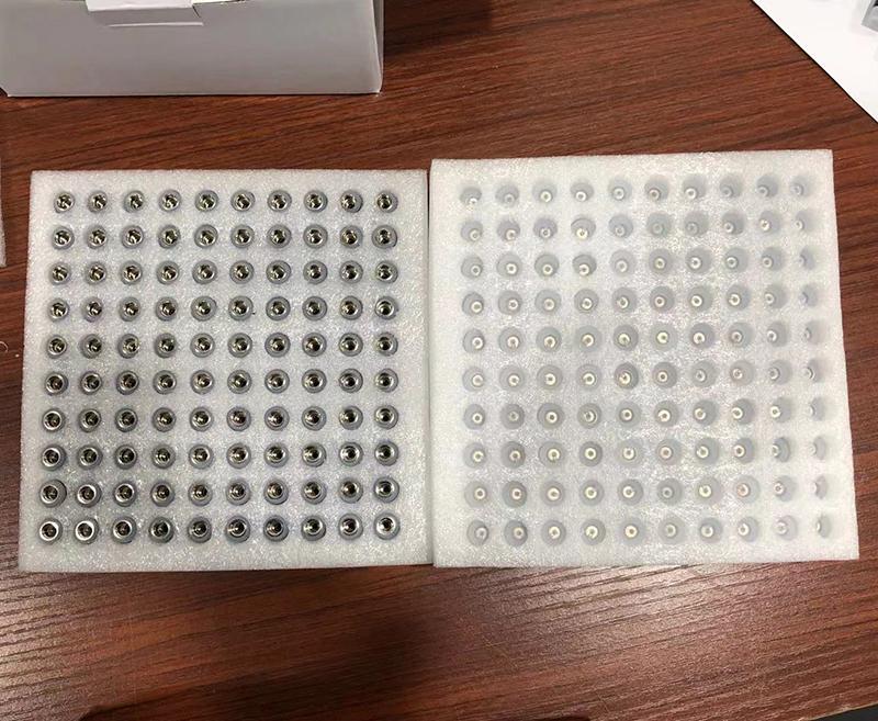 0.5ml 0.8ml 1,0 ml Cartuchos de vape de cerámica TH205 Base Blanco / Negro Boquillas de 2.0 mm Carreras de vape de vidrio con tapa de silicona