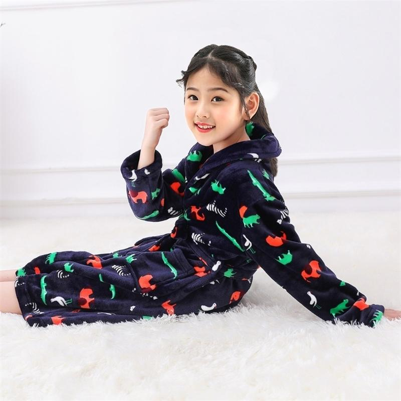 Модные фланелевые халаты для детей для детей мягкие мальчики для мальчиков с пижамами печать пижамы печать пижамы коралловые бархатные батареи Y200325