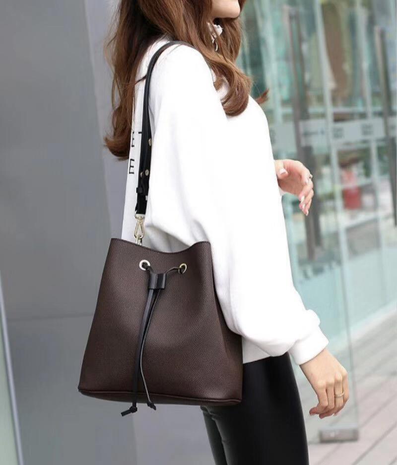 2021 Bolsas de cuero nuevo A4 A4 High Women Women Skill Bags Bols Bags Brands Designers Famosa Good Bag Cross CRUZ CUERPO CON EL CUBO DE POLVO CALIDAD IWOX