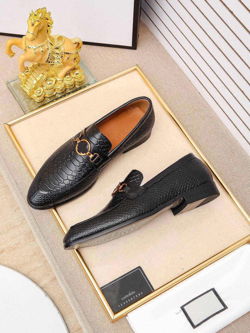2019 nuove scarpe da uomo primavera da uomo di alta qualità Designer Designer Dress Shoes Traspirante Black Lace Up Business Uomo Scarpe Casual Zapatos Hombre