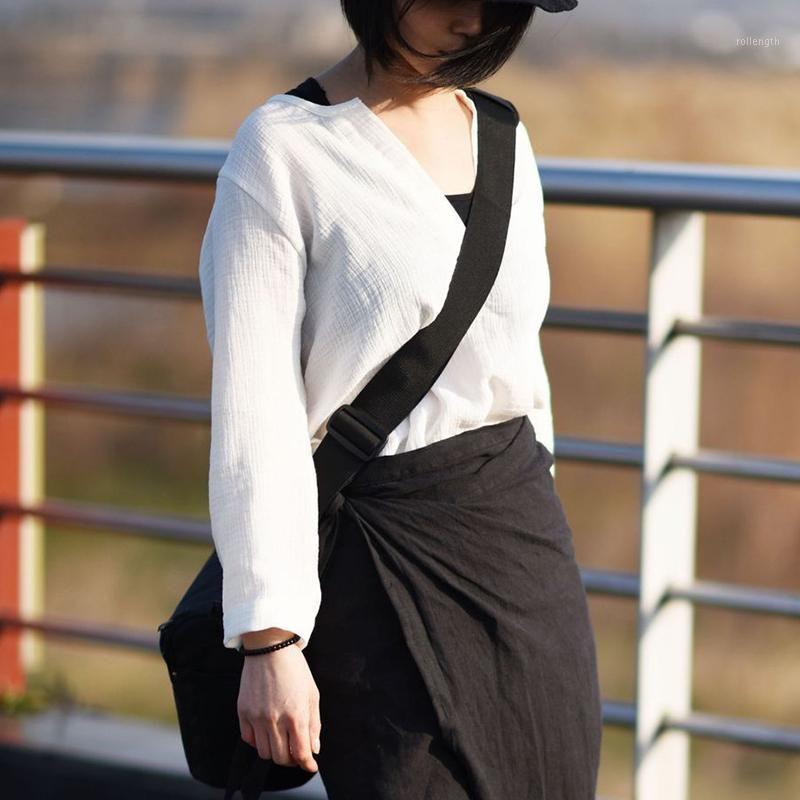T-shirt das mulheres Johnature Mulheres de algodão camisetas Vintage Alta Qualidade 2021 Primavera V-pescoço de manga comprida branco preto casual top1