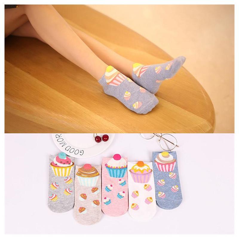 Carino cartone animato stampa calzini da donna in cotone tubo calzini autunno confortevole metà calze popolari cinque combinazione di 1 colore vendita