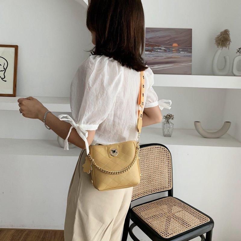 Chongsukei 2020 nova populares cinta larga únicas senhoras ombro pequena moda selvagem rede vermelha crossbody balde saco Q1118
