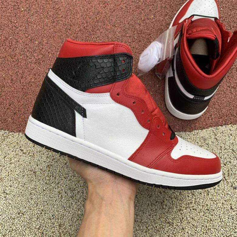 2020 новое высшее качествоИорданияРетро высокая атласная змея баскетбольная обувь аутентичные мужчины красный 1 открытый кроссовки 40-46