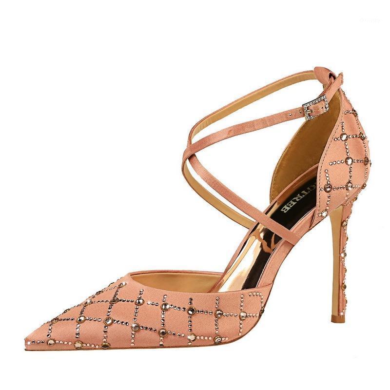 Salto alto BigTree 2020 Verão Boca rasa apontada Sapatos femininos Strass Hollow Sexy Cross Strap High Heel Sapatos Mulheres1