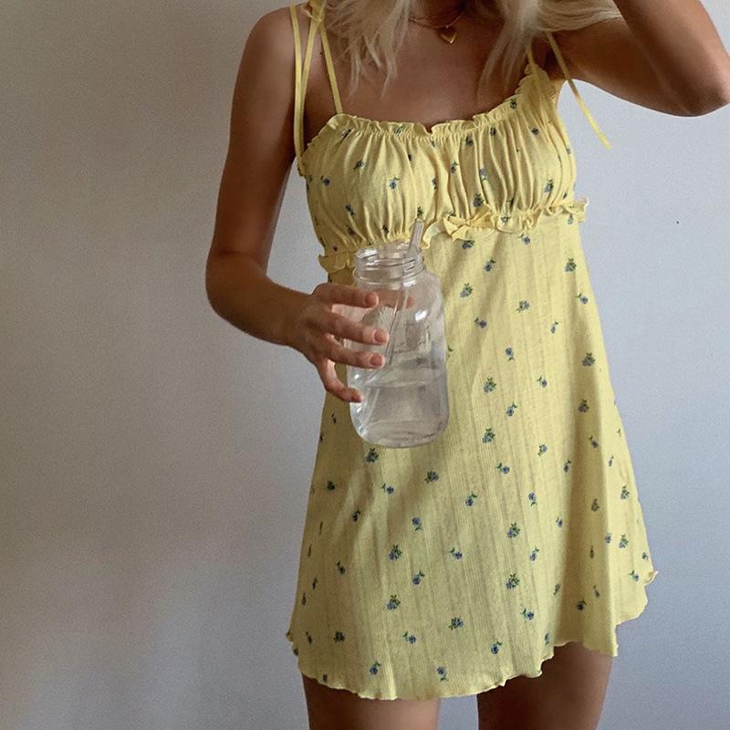 Ветер 2020 летние новые женские деревянные ушные ремень горизонтальные шеи мода повседневная цветочное платье женщина