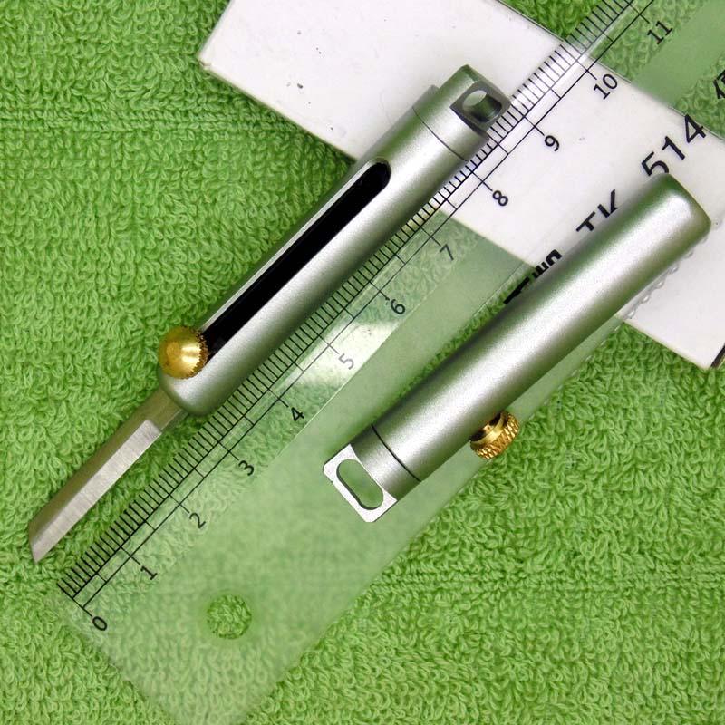 Couteau d'autodéfense portable en plein air Poignée en aluminium Poignée en acier Poussez-la-poussoir à fruits rétractables