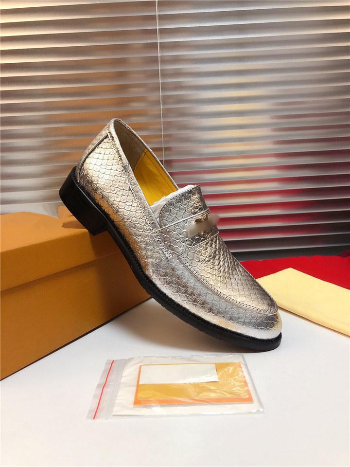 2020 Brand Fashion Loafer Uomo di Prestigio Designer Scarpe da sposa Designer Scarpe piatte maschili comodo Abito da Banchetto Abito da banchetto