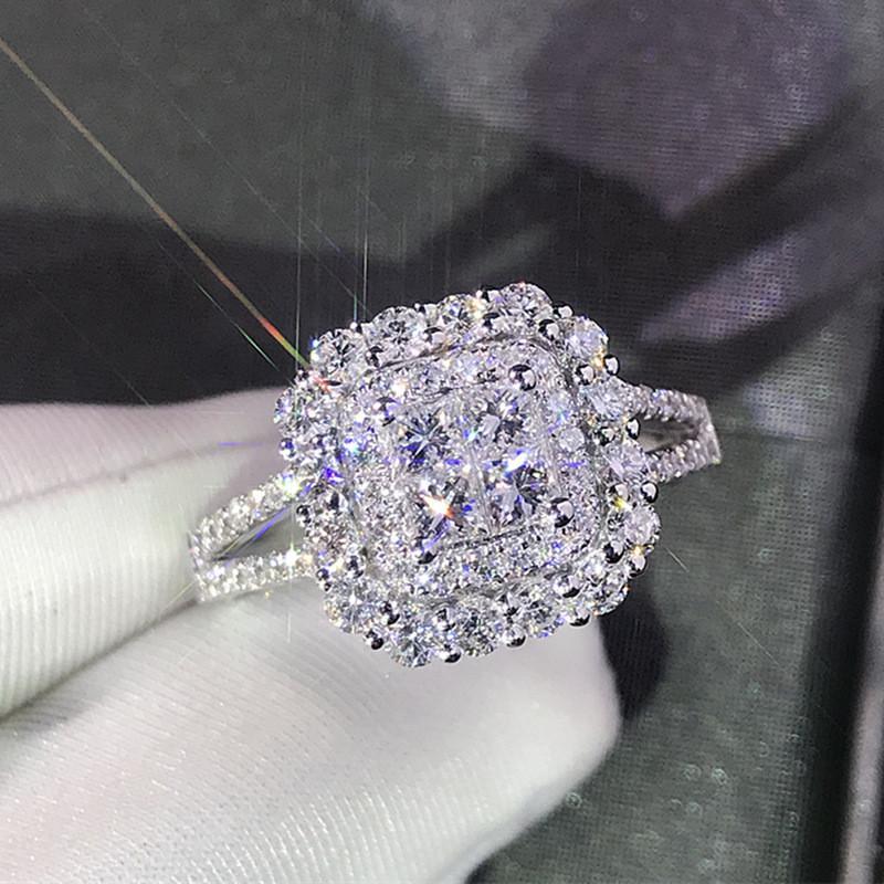 VagzzEb Muhteşem Kare Şekli Kadın Yüzük Tam Bling Buzlu Out Mikro Açacağı Kristal Zirkon Göz Kamaştırıcı Gelin Yüzük Düğün İçki Yüzük