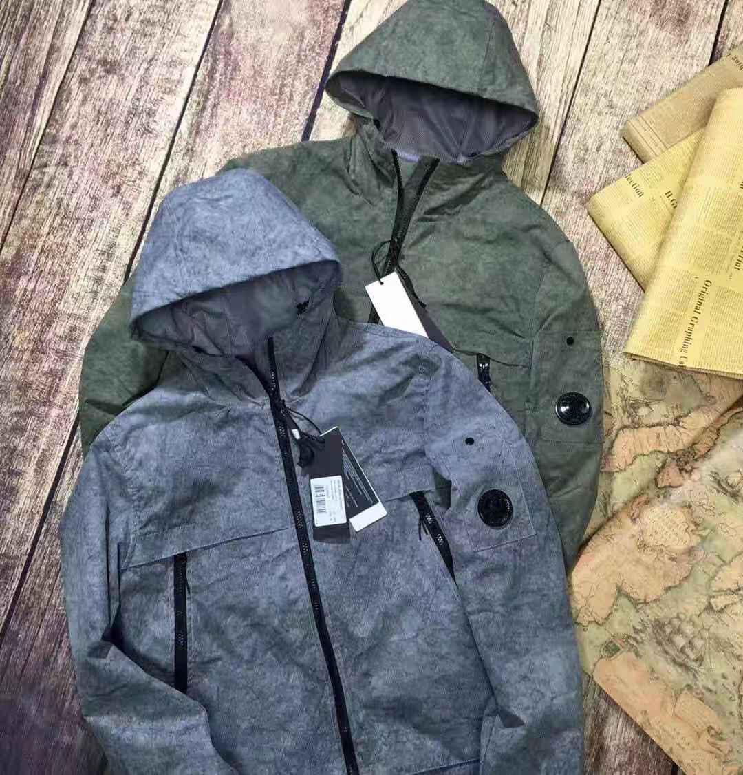 2020 hombres cortavientos retro chaquetas clásicas de estilo americano de estilo casual con capucha con capucha de fibra elástica de fibra mediana a prueba de viento a prueba de viento