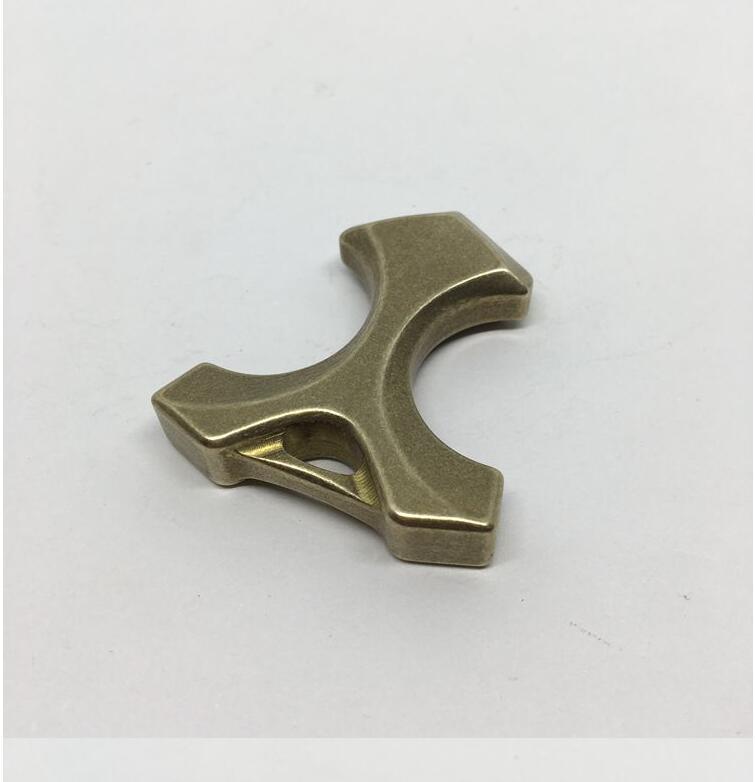 Novo Caráter Humano Forma Bronze Knuckles Ferramenta de Defesa Chave Pingente Ao Ar Livre Portable Edc Window Ferramenta