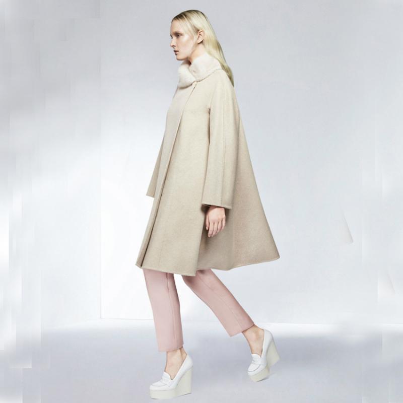 Capa de lana linda de las mujeres con collar de piel, abrigo de ropa exterior de lana gris de color beige