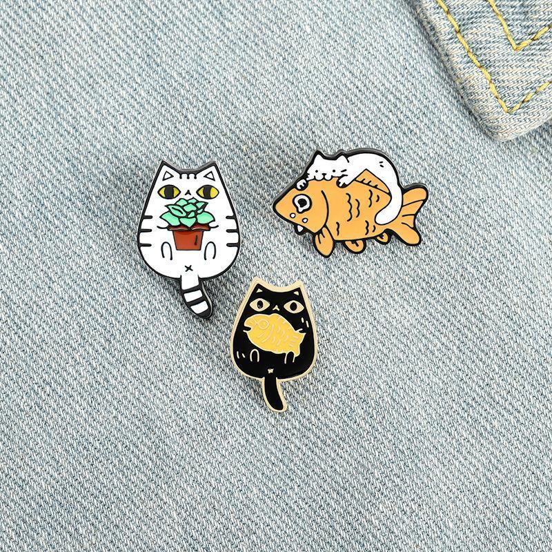 고양이와 물고기 핀 핀 사용자 정의 재미있는 동물 공장 브로치 가방 옷 옷깃 핀 친구 ZDL1201에 대 한 귀여운 새끼 고양이 배지 보석 선물.