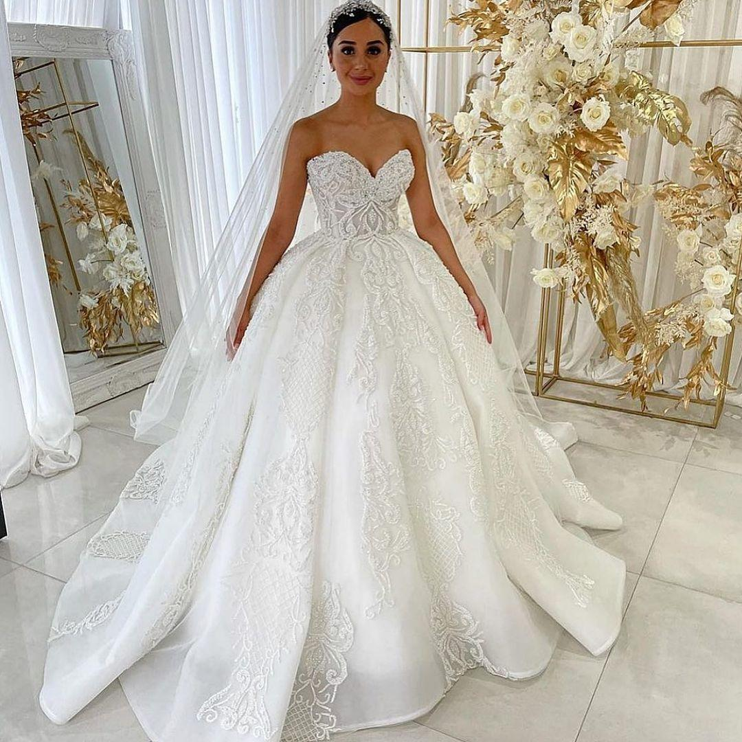 Abiti da sposa in rilievo favoloso Abiti da sposa Sweetheart Collo Una linea Abiti da sposa Sweep Train Tulle Robe de Mariée