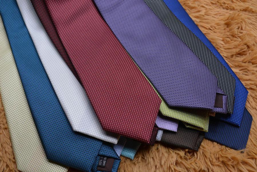 11 Arten Männer Seidenkrawatten Mode Herren Hals Krawatten Handgemachte Hochzeit Krawatte Geschäftskrawatten Europa Krawatte Brief Muster Punkte Krawatte L80-007