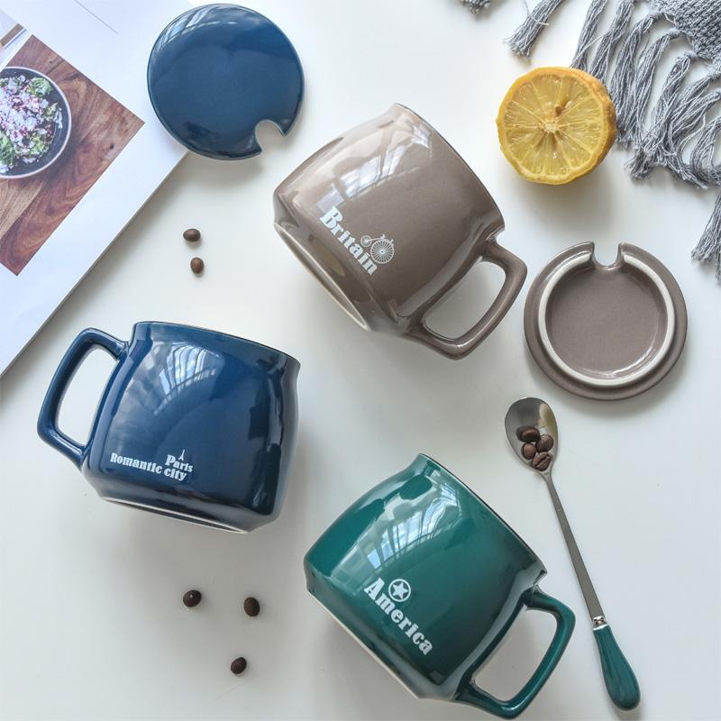 Taza de cerámica con la tapa Cuchara Personalidad Tendencia Creativa Hombres y mujeres bebiendo taza de café Taza de café Taza Personalización