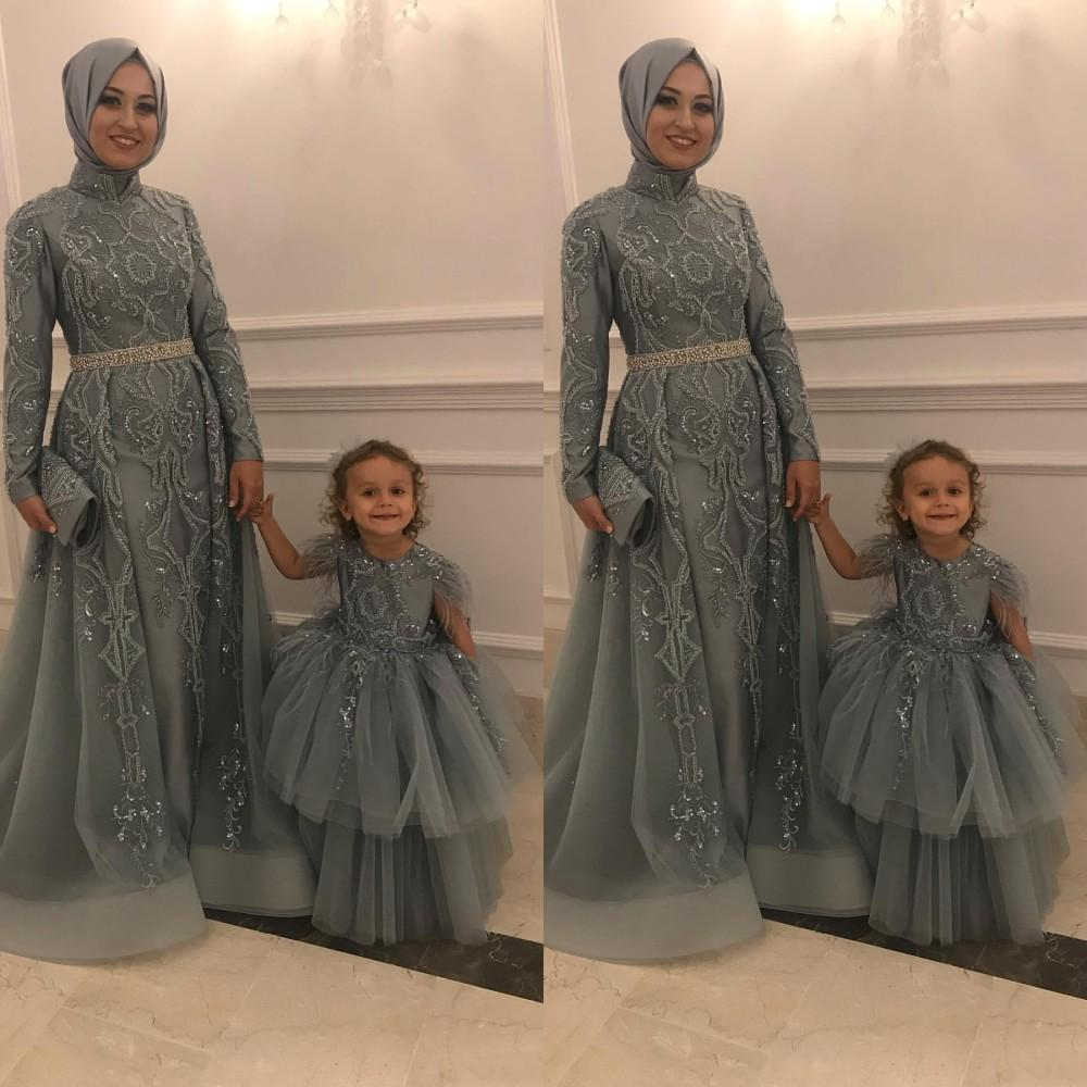 2021 Gray Mother and Daughter Flower Girls Dresses Feather For Weddings Lace Appliques Beads Ball Gown Birthday Girl Communion Pageant Gowns
