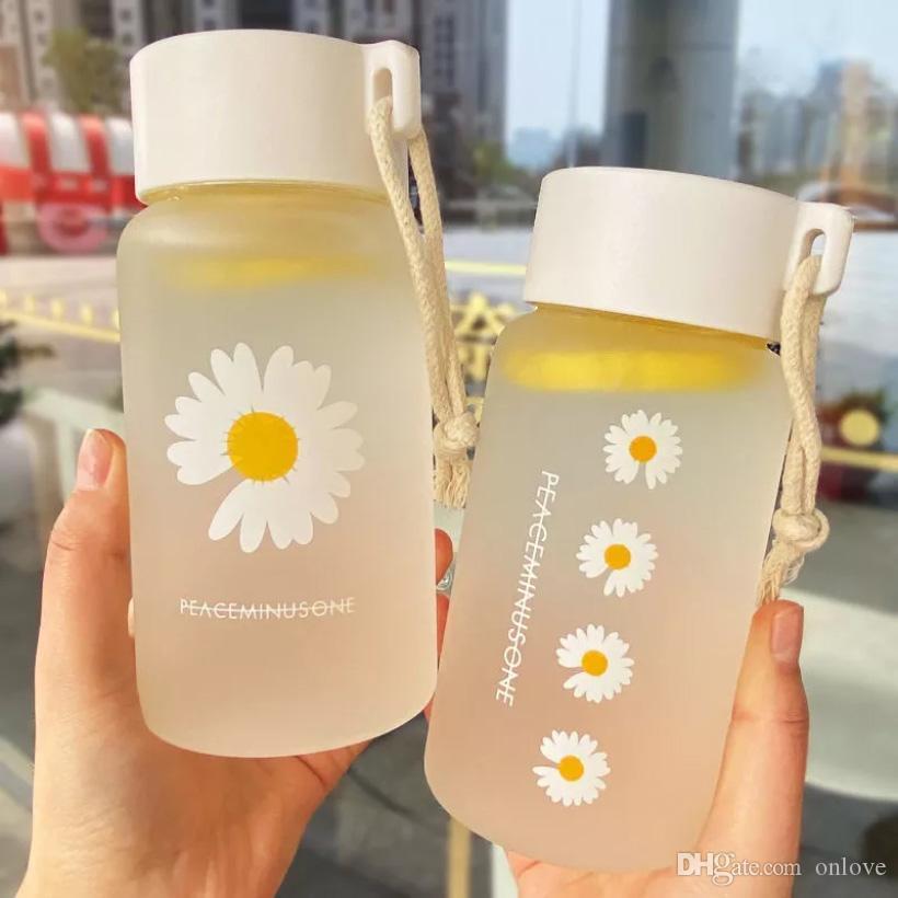 500 ملليلتر صغيرة ديزي زجاجات المياه البلاستيكية الشفافة الزجاجة المترجم الإبداعية متجمد مع حبل السفر المحمولة السفر كوب HH9-3680