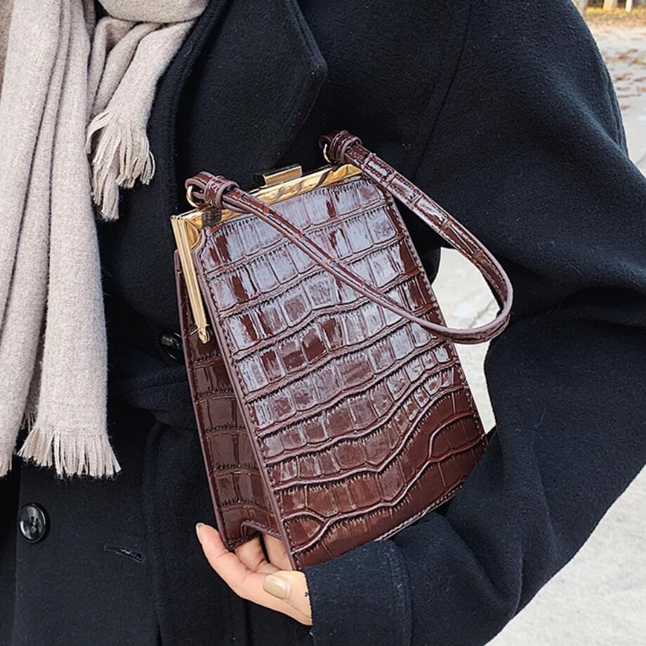 Crocodile Pattern Clip Shoulder Fashion Alligator Crossbody Bags for Women 2021 Designer Small Pu Leather Women's Bag Q1204