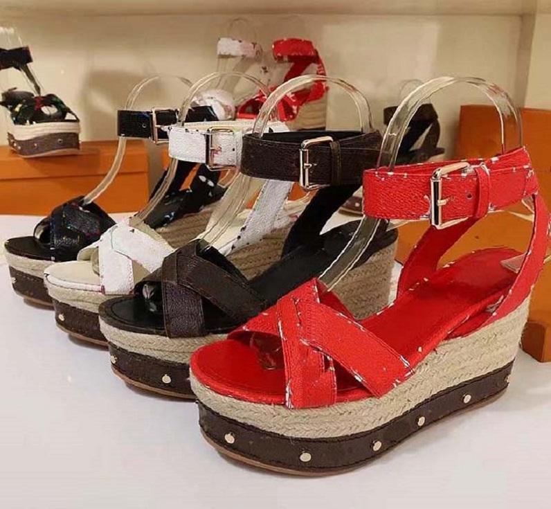 Sandálias de Cunha de Primavera de Alta Qualidade Mulheres Dress Sapatos Verão Sandálias Plana Slides Fashion Leather Beach Shoes Home011 PL02