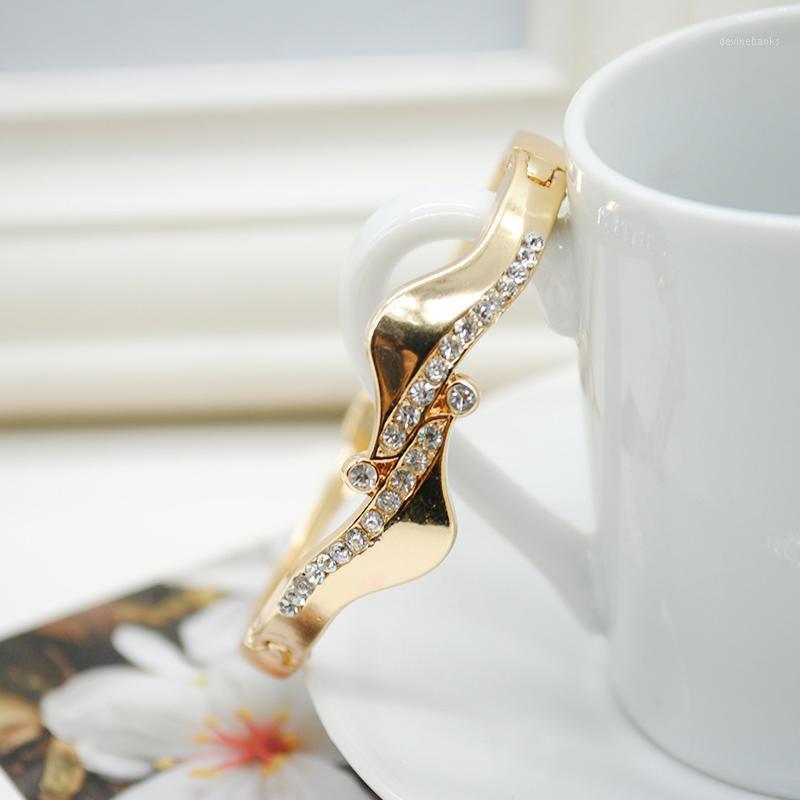 Bracelet Décoration Fête Forme Shase Fashion Charme Accessoires de mariage Daily Cadeau Femme Bracelet1