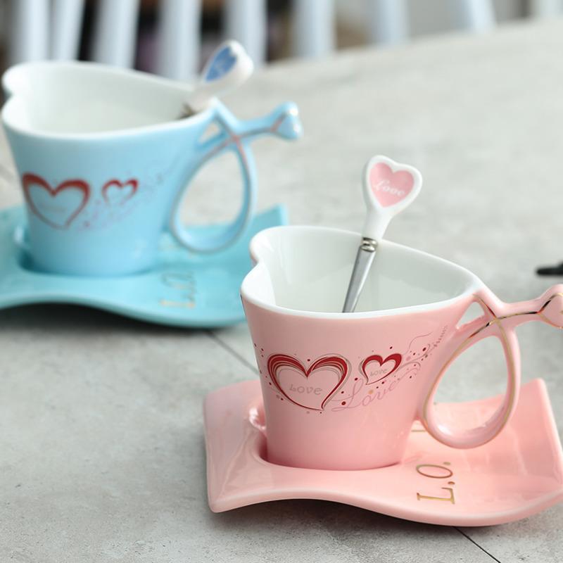 180ml Keramik Tasse Kreative Herzförmige Paar Becher Tasse Ein Paar europäischer Kaffeetasse Set Hochzeitsgeschenke Y1108