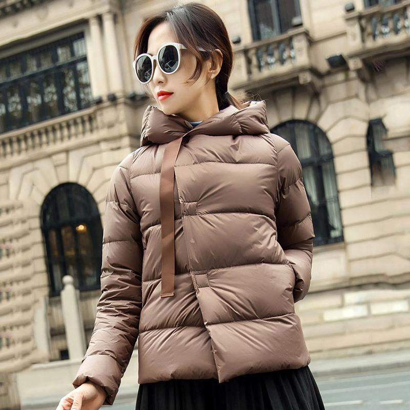 Cappotto di inverno femminile Ultra Light Down Giacca Pulffer Giacca Brand Giacche in peso Senza persone Parka Parka Casual Button Outwear C1204
