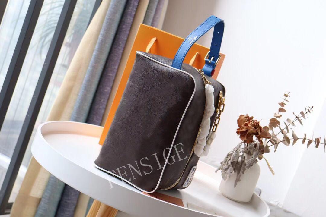 Designer Make-up-Tasche Herren Womens Toiletten-Taschen 2021 Neue Mode-Kupplungstasche Brief und Blumen-gedruckte Handtasche M85149