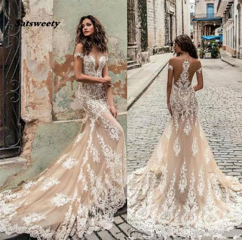 Champagne Julie Vino Wedding Dresses 2021 Off Shoulder Deep Plunging Neckline Bridal Gowns Sweep Train Lace Wedding Dress Custom Made