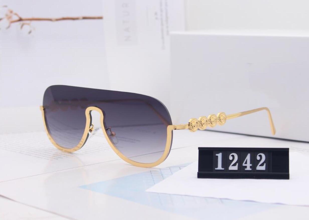 2020 Nuovi occhiali da sole di lusso Uomo e Designer Designer Designer Occhiali da sole Gold Frame Square Telaio in metallo Sport Sport Stile retrò all'aperto classico con custodia