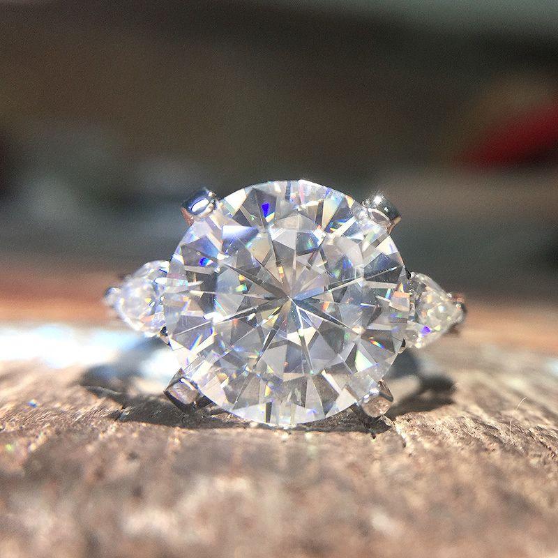 Bague de fiançailles de moissanite ronde 5 à 8 carats DF DF de laboratoire incolore Diamond ACCENT Pierres de poire 14K blanc et or rose
