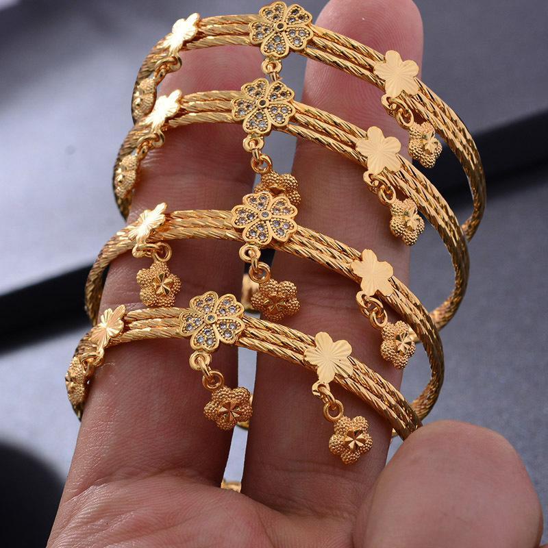 Wando 4pcs / lot Klassische Glücklich-Baby-Newbaby-Goldfarbe Kinder einstellbare Blume Bell Tassel Armreif-Armband beste Kinder Geschenke Y1126