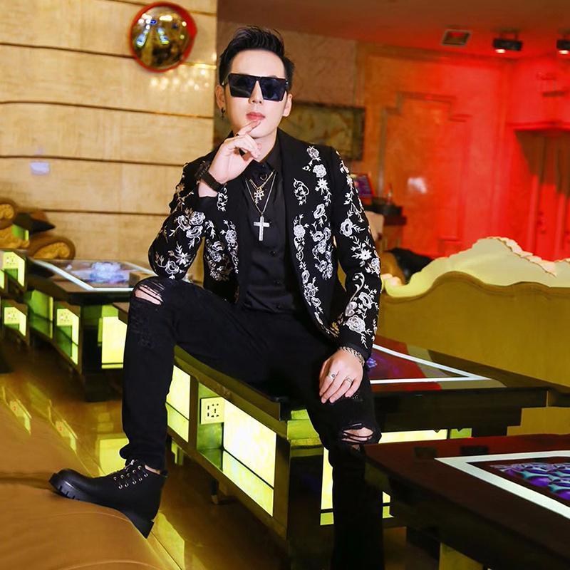 Herren Schwarze Blume Stickerei Mode Smoking Jacke / Bühne / Studio / Bar / Performance Slim Javerket / Asien Größe / Dies ist nur Jacke