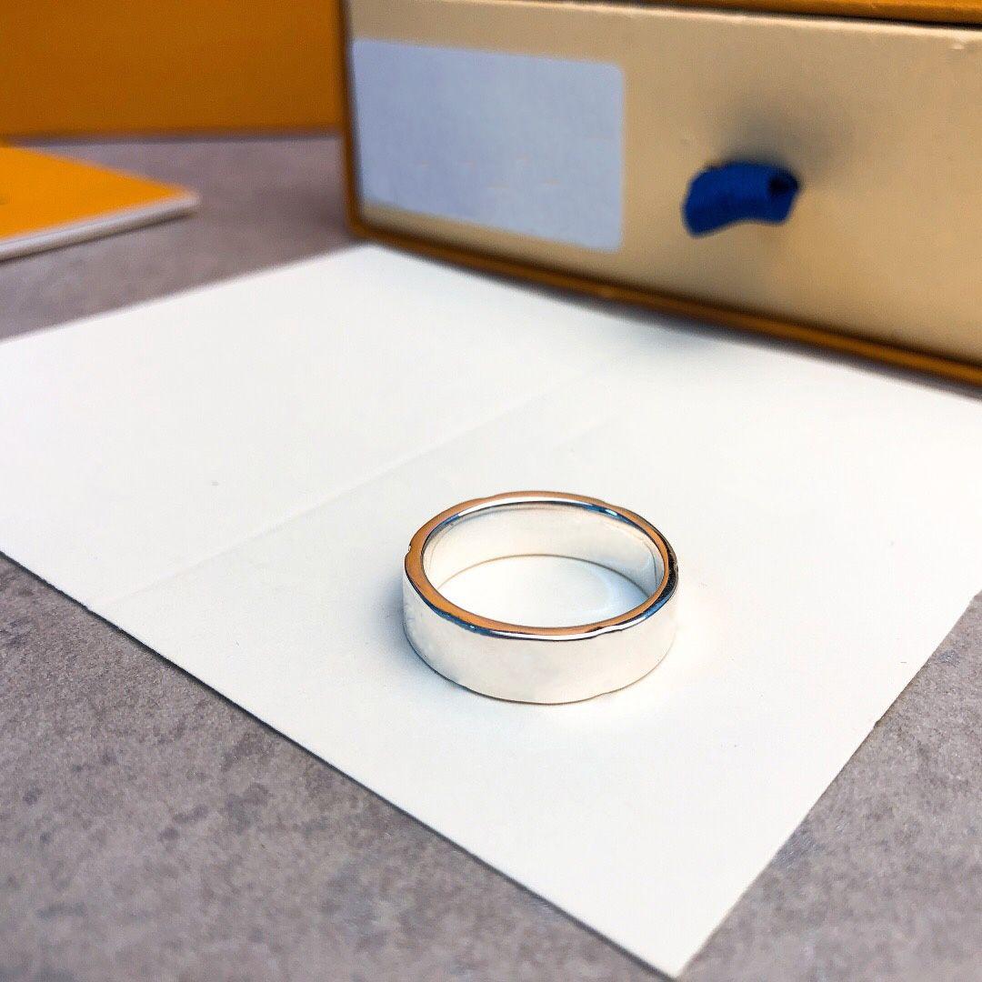 Diseñador V anillo femenino anillo de acero de titanio pareja joyería de acero inoxidable joyería pareja anillos con caja