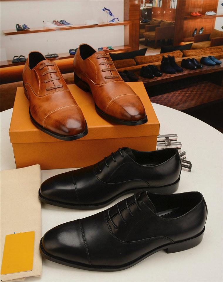 Designer da 18SS Designer uomo Genuine Pelle Appartamenti Business Shoes Formal Shoes Mens Party Dress Brogues Oxfords Derby Scarpe Zapatos Hombre
