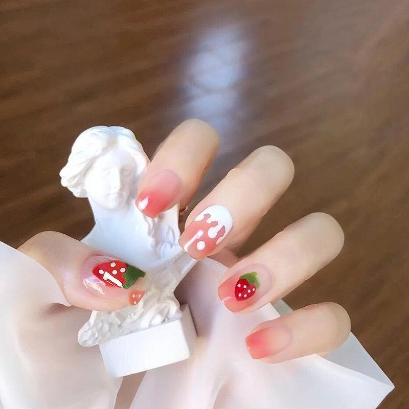 24 teile / box Gefälschte Kurznägel mit Kleber Runde Kopf fertige Nägel Maniküre Patches Strawberry Patches Drücken Sie auf mit Designs