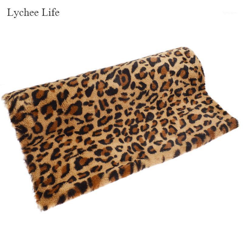 Lychee Life Leopard Impreso Piel Peluche Hecho A Mano Hecho A Mano Tela DIY Accesorios de costura Ropa Decoración del hogar 50x160cm1