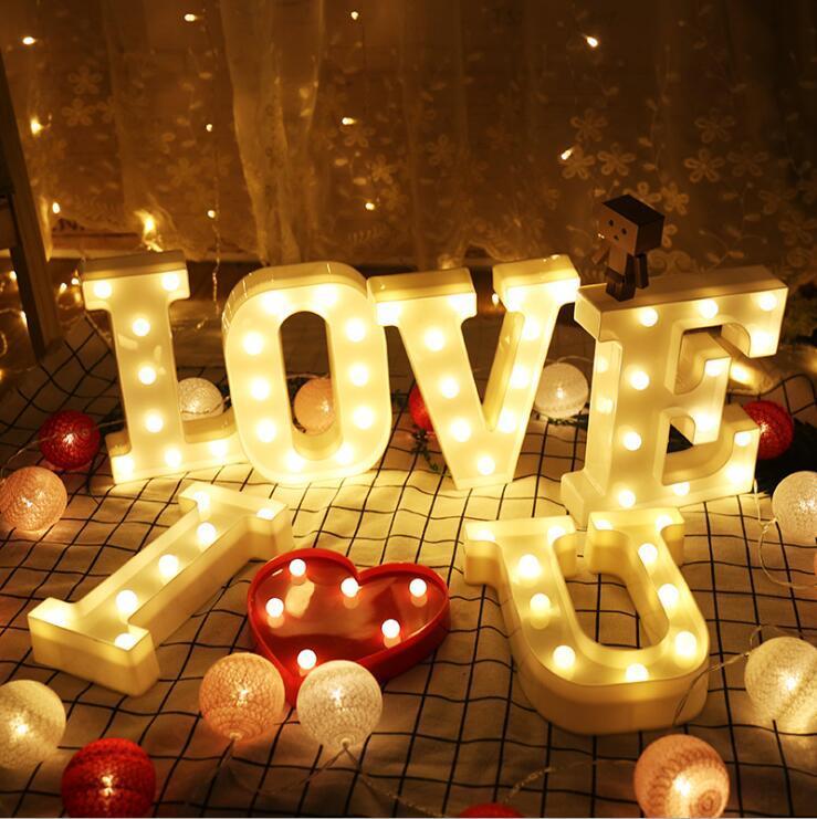 Ins Fotoğraf Sahne Mektubu Işıkları LED Gece Işıkları Noel Gece Pazarı Yaratıcı Doğum Günü Modelleme Düğün Süslemeleri Parti Malzemeleri OWF3428
