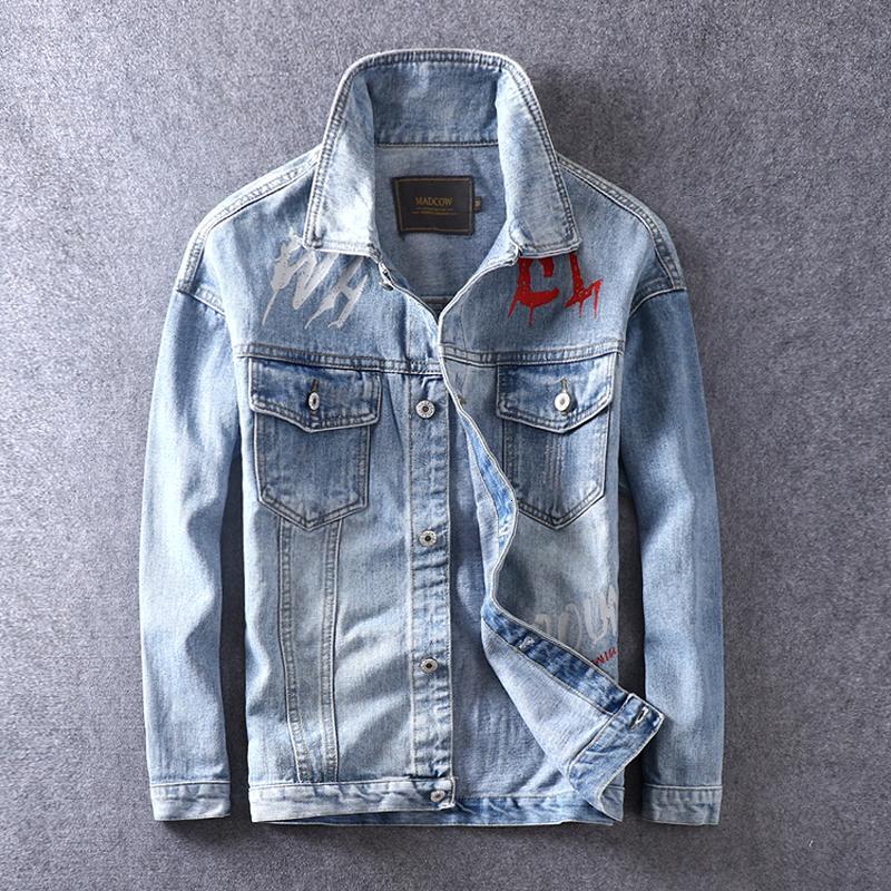 2021 Новый Новый Дизайнер Мода Светло-Синий Печатный Хип-Хмель Джинсовые Куртки Мужчины Хлопковые Пальто Уличная Одежда Chaquea QD1T