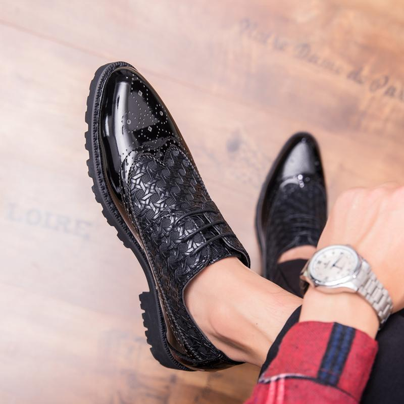 Moda uomo Brogue Oxfords Shoes Appartamenti retrò intagliato mocassini da uomo d'affari uomini lace up casual club partito in pelle scarpe