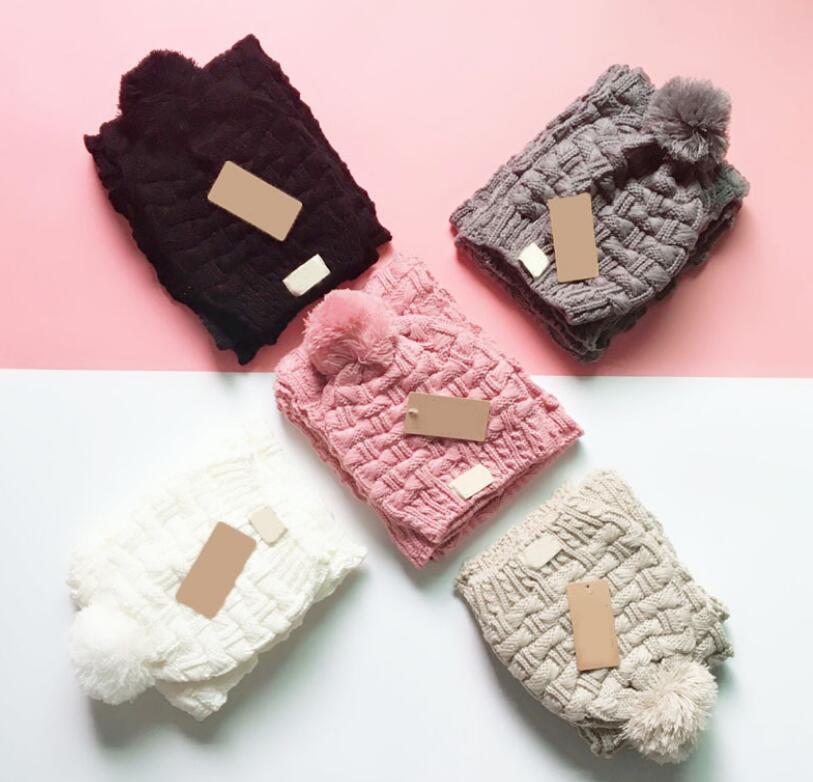 브랜드 모자와 스카프 2pcs 세트 유니섹스 겨울 뜨개질 비니 남자 여자 여자 pom-pom gorro 니트 럭셔리 모자와 스카프 양복