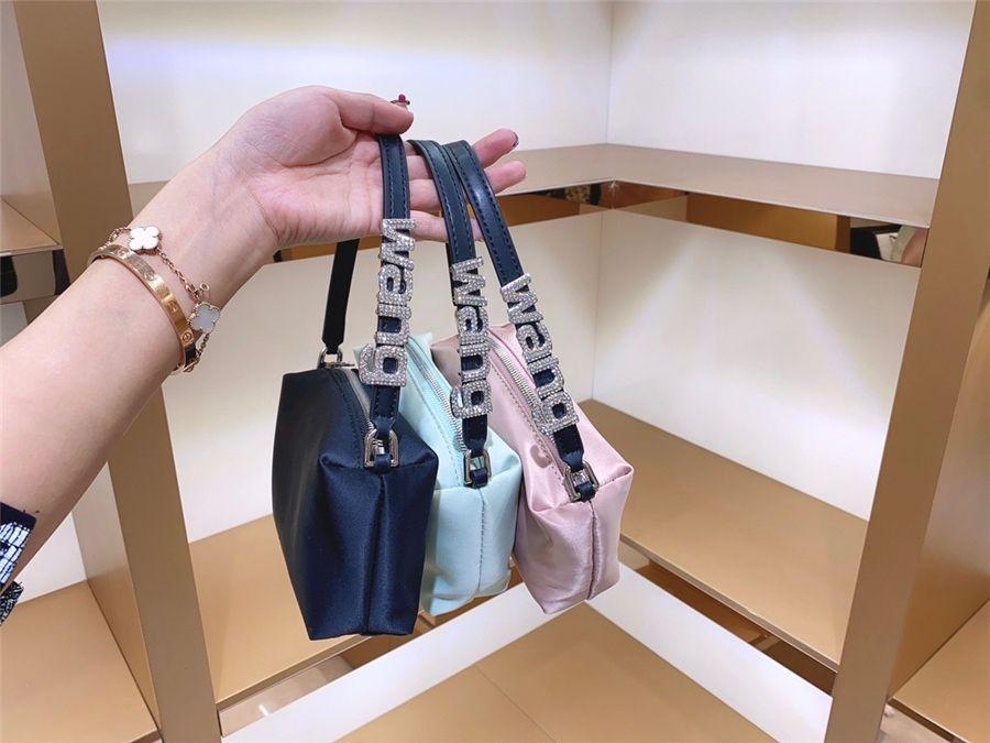Сплошной цвет квадратный crossbody insdiamond сумка 2020 мода новая высокая квалификация искусственная кожа женских поставленных цепь цепь цепи медь мерунг # 17633111