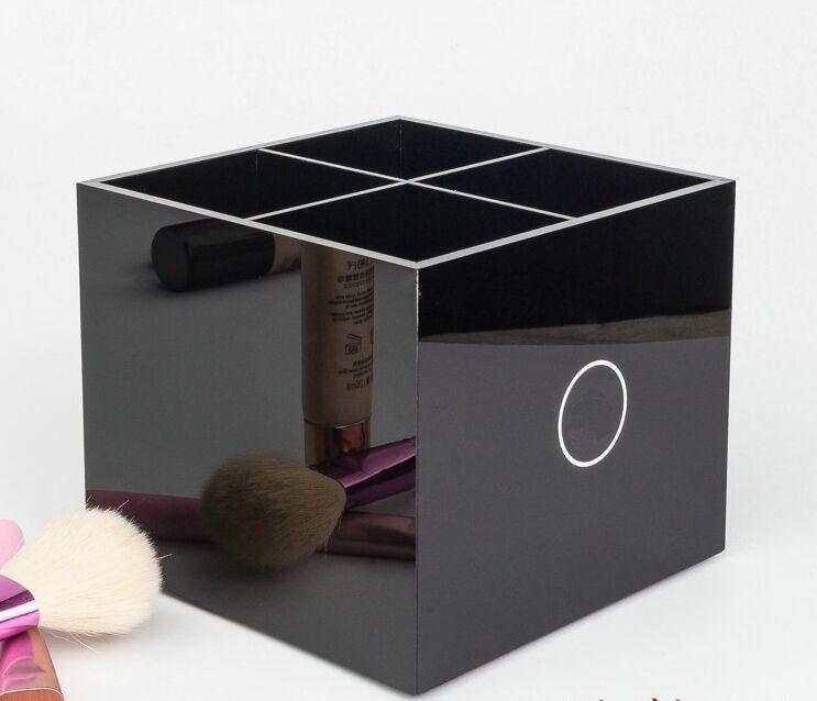 Nuevo aseo clásico de acrílico de alta calidad 4 cuadrículas Caja de almacenamiento Cosméticos Accesorios de almacenamiento Cosméticos Cepillo de almacenamiento VIP Regalo VIP